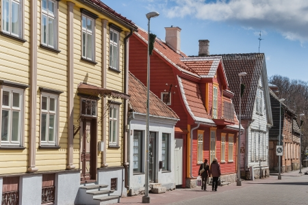 Central street with colorful wooden houses in Parnu, Estonia. Standard-Bild