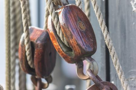 groningen: Katrol van een oud schip in het centrum van Groningen, Nederland Stockfoto