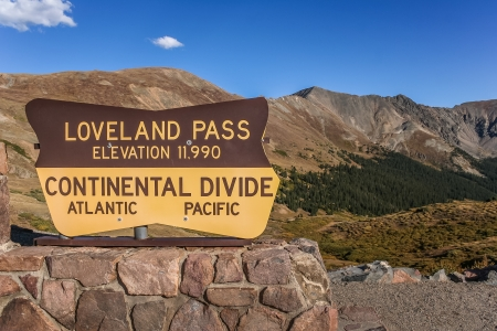 loveland: Sign at the Loveland pass in Colorado, USA
