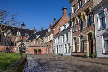 groningen: Oude huizen aan de Martinihof in Groningen, Nederland