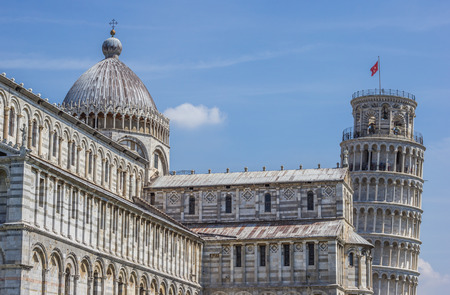 piazza dei miracoli: Leaning tower and Duomo of Pisa, Italy