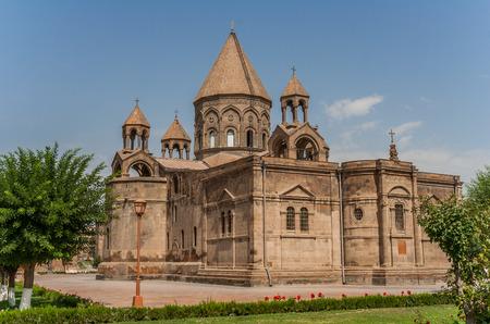 아르메니아의 수도 인 예 레반 (Eerevan) 근처의 거룩한 엣치 미아 진 (Etchmiadzin) 교회