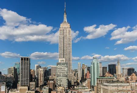 Bekijk dan het Empire State Building van een dak top in New York City, Verenigde Staten