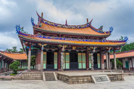 Templo Longshan para una mezcla de budistas y taoístas deidades en Taipei, Taiwán Foto de archivo