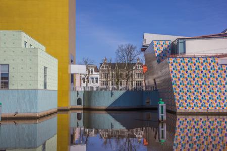 groningen: Moderne gebouw van het Groninger museum in Nederland