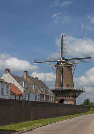Oude molen in het historische centrum van Wijk bij Duurstede, Nederland Stockfoto - 45004181
