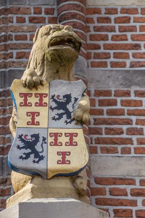 shield: Estatua delante del ayuntamiento de Culemborg, Holanda