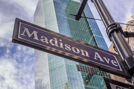 Street sign of Madison avenue in New York City, USA Редакционное