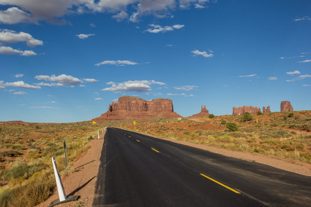 monument valley: Road leading to Monument Valley in Arizona, USA