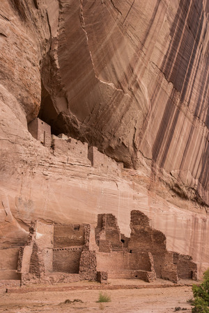anasazi ruins: White house ruins in Canyon de Chelly National Monument, Arizona, America