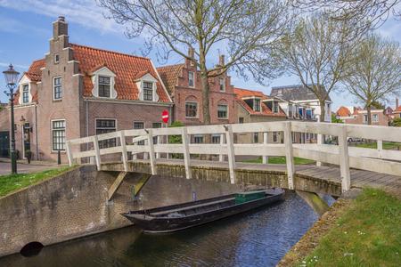 noord: Small wooden bridge over a canal in Medemblik, Netherlands