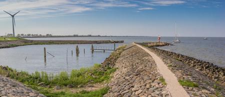 Kustlijn van het IJsselmeer bij Medemblik, Nederland Stockfoto