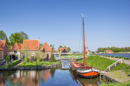 noord: Old sailing ship in a canal in Enkhuizen, Netherlands