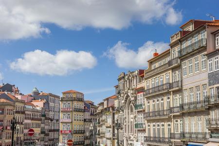 case colorate: Cityscape with colorful houses of Porto, Portugal Editoriali