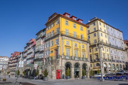 ribeira: Hotel and houses at the Ribeira in Porto, Portugal
