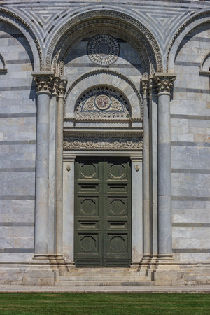 miracoli: Door of the baptistery at the piazza dei miracoli in Pisa, Italy