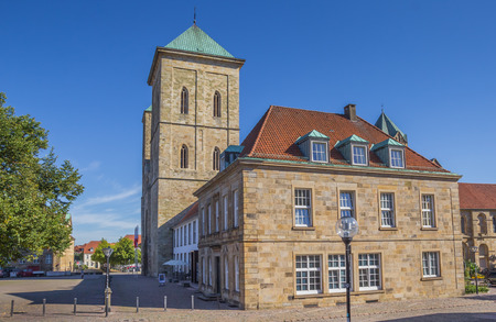 dom: Dom church on a cobblestoned street in Osnabruck, Germany Éditoriale