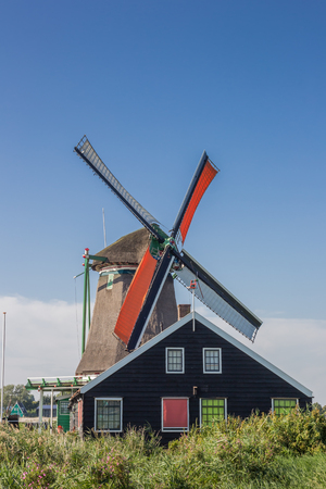 zaanse: Historical dutch windmill in Zaanse Schans, Netherlands