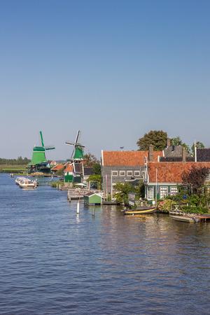 zaan: Historical houses and windmills at the Zaan river  in Zaanse Schans, Netherlands