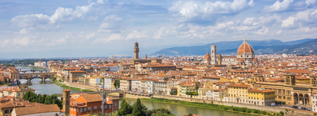 Panorama of Florence and the river Arno in Tuscany, Italy Imagens