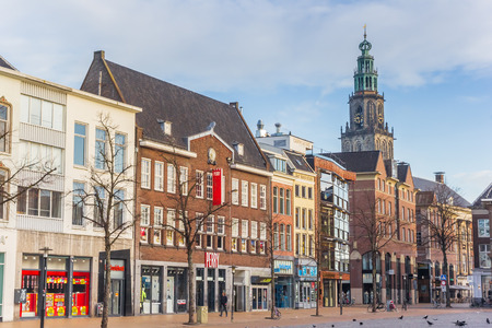 Fish market square and Martini church tower in Groningen, Netherlands Redactioneel