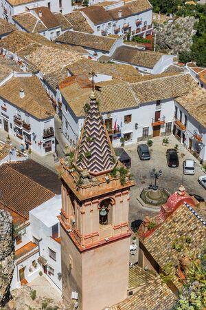 Tower of the Santa Maria de la Mesa church in Zahara, Spain Imagens - 132845521