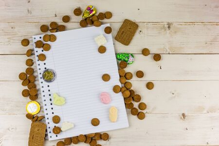 Notepad and traditional dutch candy for celebration of Sinterklaas holiday Imagens - 132845578