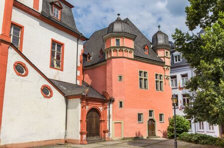 Red building of the merchants house in Koblenz, Germany Imagens - 133497149