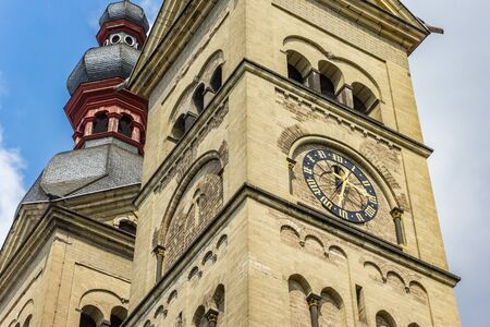 Clock at the tower of the Liebfrauenkirche church in Koblenz, Germany Standard-Bild - 131355940