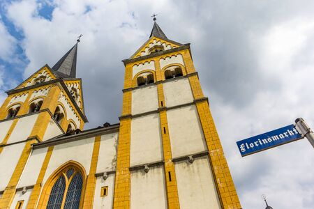 Church towers and street sign at the Florinsmarkt square in Koblenz, Germany Imagens