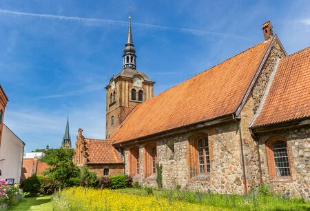 Johanniskirche church and garden in Flensburg, Germany Imagens - 133497214