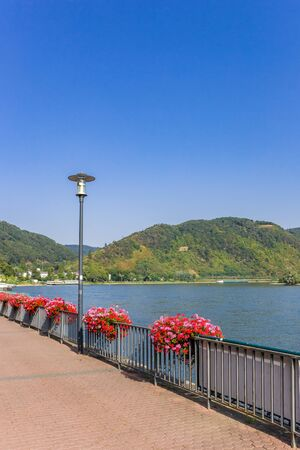 Colorful flowers at the promenade in Boppard, Germany Imagens - 132569667