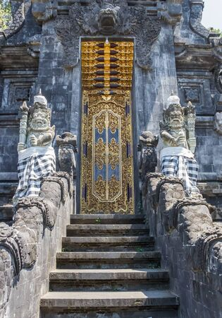 Door of the historic Pura Goa Lawah temple on Bali, Indonesia Imagens