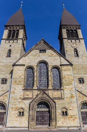 Front view of the St. Clemens church in Rheda-Wiedenbruck, Germany Imagens - 133336051