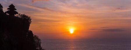 Panorama of the sunset at Ulu Watu temple on Bali, Indonesia Imagens