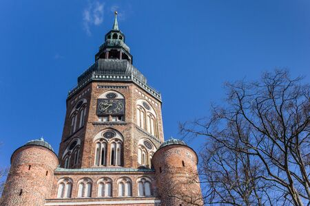 Tower of the Dom St. Nikolai church in Greifswald, Germany Imagens