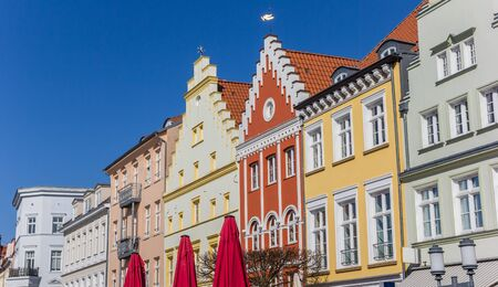 Colorful facades at the market square in Greifswald, Germany Imagens