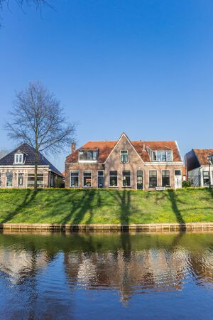 Historic houses at the canal of Steenwijk, Netherlands Stockfoto