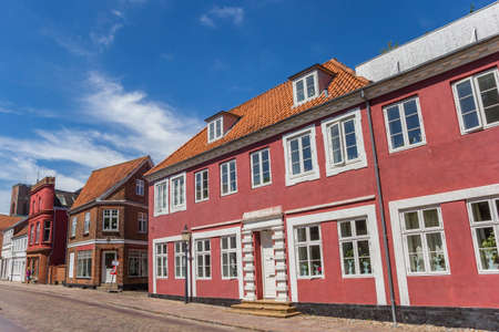 Colorful red facades in the streets of Ribe, Denmark Redactioneel