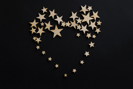 Heart of stars on a black background. Wooden stars on a black background. Chalk board. Postcard. Dads day concept. Mens Day. Night. Astronomy. Фото со стока