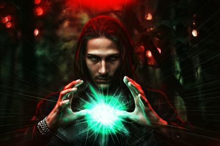 Langharige blanke man met een mystieke gloeiende bol aan de macht, magie, spiritualiteit enzovoort betekenen