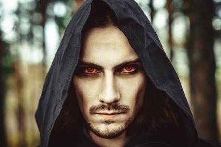 森で光る目でボンネットの吸血鬼 写真素材