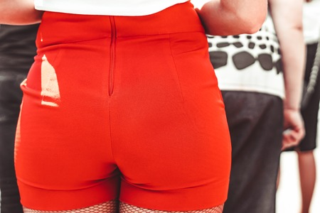 a young woman is in short shorts, big ass Stockfoto