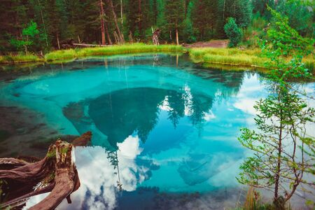 hot spring lake in the Altai in Russia, the turquoise water Standard-Bild