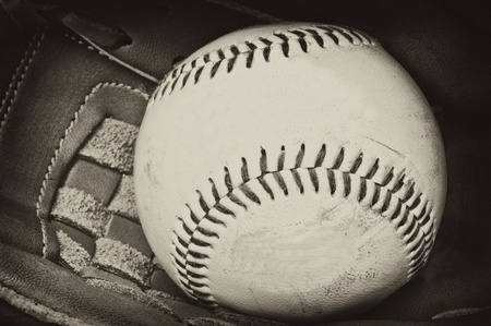 weave ball: Vintage retro image of baseball and glove in old antique plate style of photograph