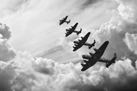 delito: Imagen retro en blanco y negro de los bombarderos Lancaster de la Batalla de Gran Bretaña en la Segunda Guerra Mundial