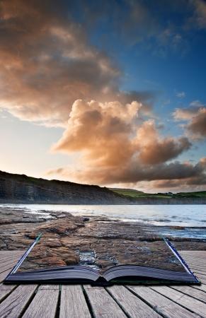 composite: Imagen de Creative compuesto del paisaje marino en las p�ginas del libro de magia Foto de archivo