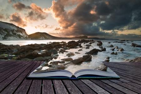 Creatieve samengesteld beeld van zeegezicht in pagina's van magische boek