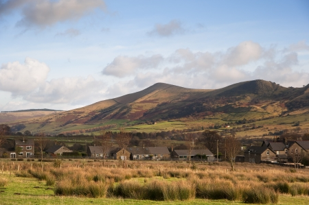 mam: Mam Tor in Peak District National Park viewed from Edale village