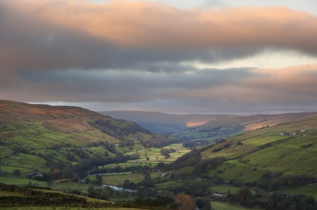 sulight: Gunnerside in Swaledale in Yorkshire Dales National Park at sunrise in Autumn